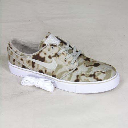 buy online bddeb 77182 Nike Zoom Stefan Janoski Desert Camo QS Shoes, Medium Khaki  Beige  Chalk  White Photos. Close up. Back. Sole. Laces